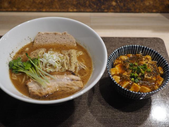 画像: 鶏のテリーヌが乗ったオリジナリティあふれる醤油白湯と本格的な味わいの麻婆丼のお得すぎるランチセット! 福島区 「馬鹿羅's」
