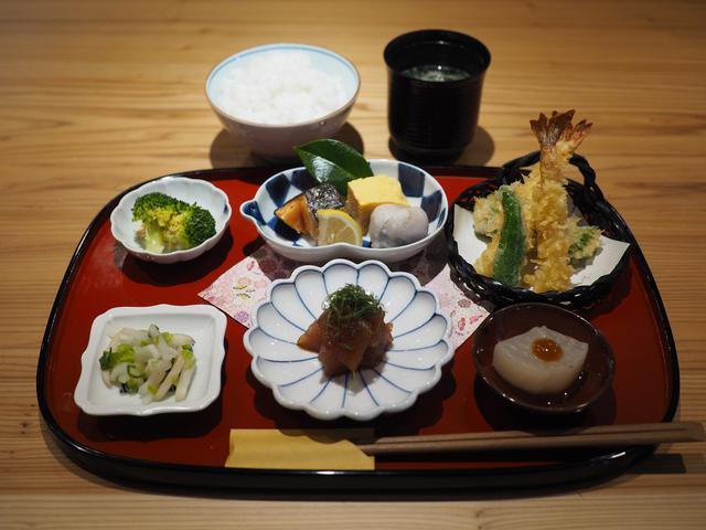 画像: 丁寧な仕事で抜群に美味しい料理が色々食べられる盆盛りランチは満足感が高すぎます! 福島区 「なにわ料理 ごとく」