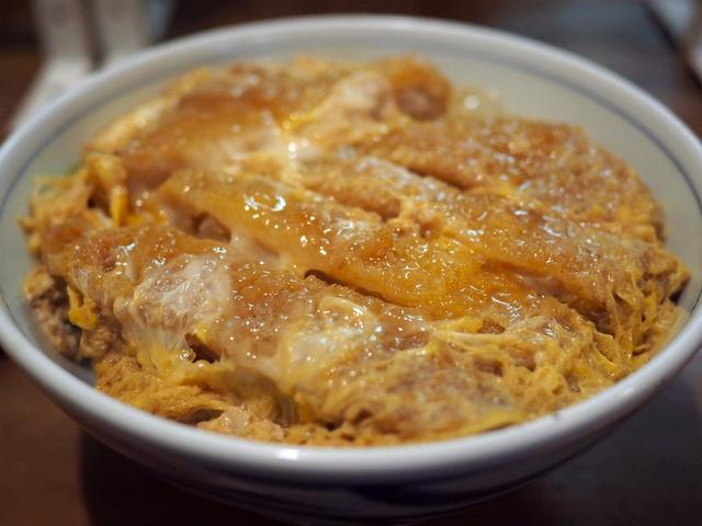画像: 地元で大人気の老舗お蕎麦屋さんのお出汁の効きまくったかつ丼がしみじみ旨い! 西天満 「衣笠そば」