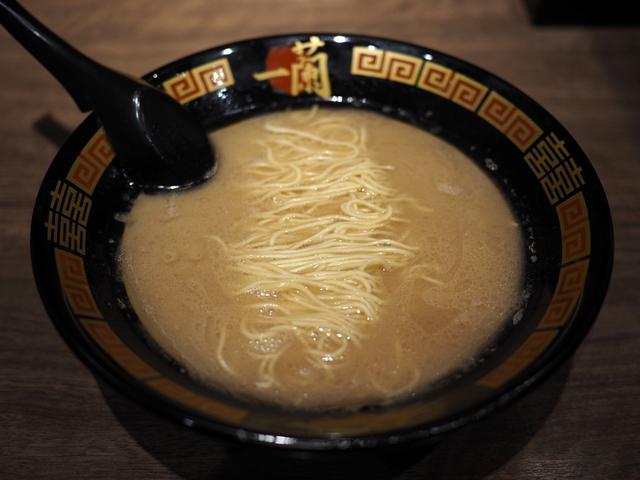 画像: 一蘭の豚骨スープの旨味が最大限に楽しめる究極の素ラーメン! 茨木市 「一蘭 大阪茨木店」