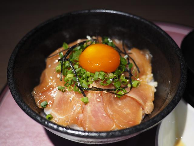 画像: 鶏農家のまかないで食べられていた贅沢なブランド鶏の大摩桜の漬け丼が旨すぎます! 梅田 「極み鶏料理 だいまおう」