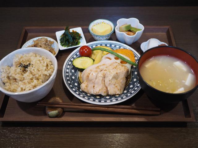 画像: 有機野菜や玄米を使用した身体に優しいバランスの取れた健康プレートランチがめちゃくちゃ美味しいです! 福島区 「メルシー」