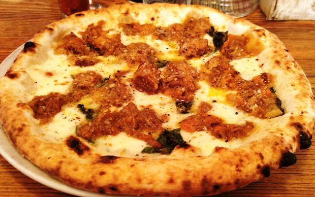画像: 築地トゥットベーネで最高の肉ピザをどうぞ!