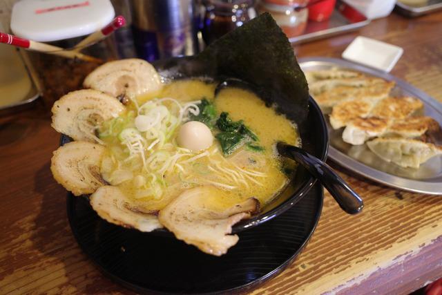 画像: 【福岡】濃厚な豚骨スープにちぢれ細麺がよく絡む!ザ・博多らーめん「麺処 恭や」