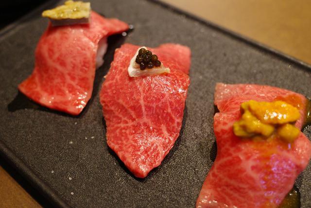 画像: 【新宿三丁目】オシャレ空間はデートにも〇新宿の夜景を眺めながら極上焼肉を堪能「和牛焼肉 やくにく」