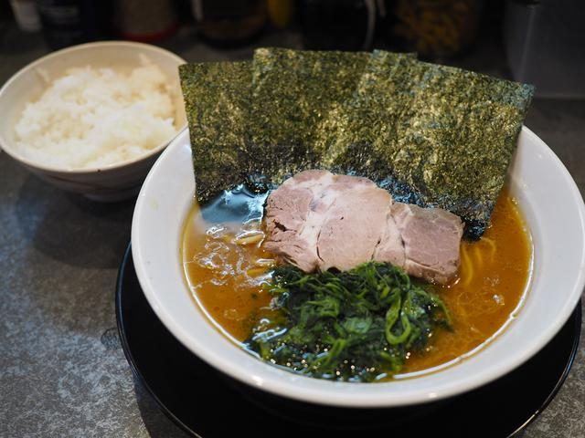 画像: 行列が出来る大人気横浜家系ラーメンはガツンとパンチがあってたまに無性に食べたくなる味わいです! 旭区大宮 「そらの星」