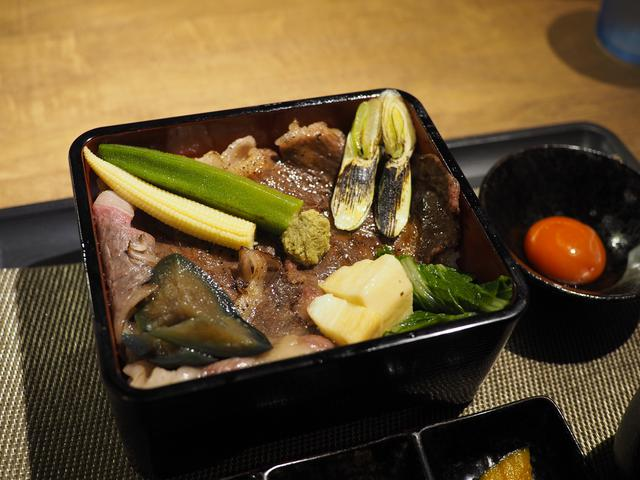 画像: クオリティが高すぎるお肉がド~ンと乗った満足感が高すぎるすき焼き重御膳! 尼崎市 「あまがさきポッサムチプー29ー」