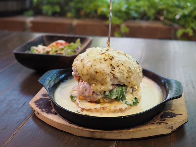 画像: 地元で大人気のカフェの大量のチーズとグラタンに覆われたハンバーガーが激ウマです! 東大阪市 「フィーシスカフェ」