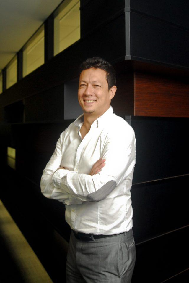 画像: 八木健太 Sprinklr Japan株式会社 代表 昭和46年生まれ 大阪府出身 同志社大商学部卒業後、電通東京本社にてオールドメディアの 王様、テレビ局担当として20代の大半を過ごす。2000年、Eメールホスティング事業のベンチャー企業の日本支社立ち上げメンバーとして入社。同ビジネスはあえなく約3年で撤退。その後、広告会社アドギアにて映画コンテンツとエンタメコンテンツ事業に携わった後に独立。ウィッシュボーン株式会社、ウィッ シュボーンベンチャーズLLCを立ち上げ、メジャーリーガー代理人会社や米ソーラー発電大手企業の日本進出の業務を請け負うビジネスを展開、スプリンクラーの日本進出をきっかけに2015年3月より現職。