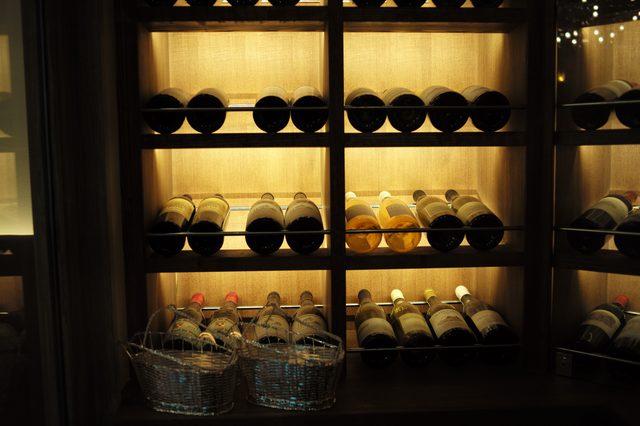 画像: 適温に保たれたワインセラー
