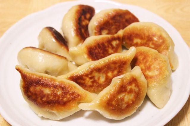 画像: ポイントは栄養ドリンク? 餡から作る餃子のレシピ【作ってみた】