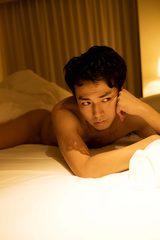 画像: 「又吉先生が書いてすごいんだったら、僕は脱いだらすごいんです」 ピース・綾部が自慢の肉体美を披露