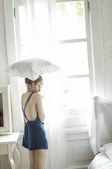 画像: AKB48・島崎遥香、おフェロ溢れるフォトブックで入浴シーンを披露!ベッドルームはぱるるの私物で再現