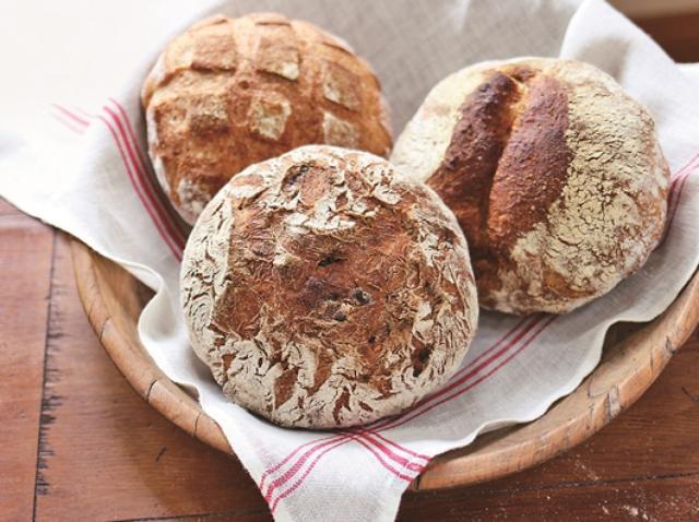 画像: 生地を鍋に入れてオーブンで焼くだけ! フランスで話題の「鍋パン」再現レシピ
