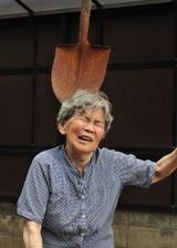 画像: ユーモアたっぷりの自撮りが大人気! 88歳の写真家・西本喜美子さんの体当たり写真集【著者インタビュー】
