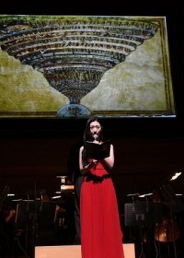 画像: 壇蜜が元カレに土下座した理由とは? 真っ赤なドレス姿で『インフェルノ』を朗読