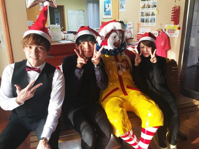 画像: ドナルドくんと祇園、DJ みぃの記念撮影。