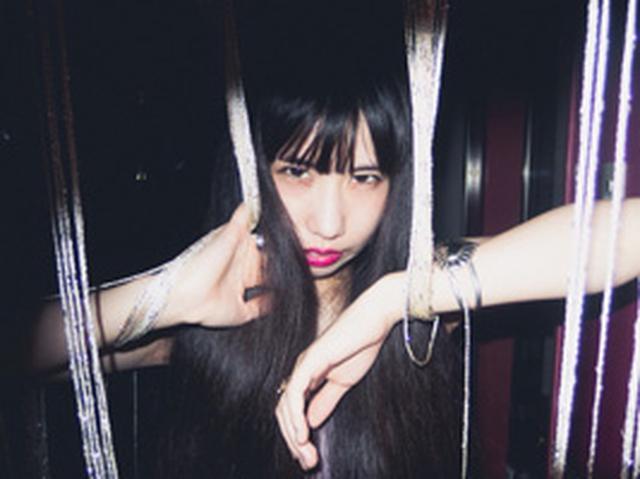 画像: 大阪在住シンガーソングライター。 オルタナ・インディーカルチャーを独自の解釈でポップスに昇華したメロディーとアレンジ。 唯一無二の詩世界。 ギターで地球を割る勢いで無差別に破壊したり救済したりする音楽の中に生きている。 kitanorem.net