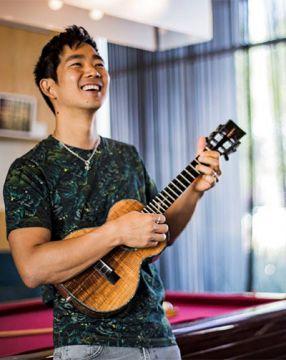 画像: ジェイク・シマブクロ | Sony Music | ソニーミュージック オフィシャルサイト