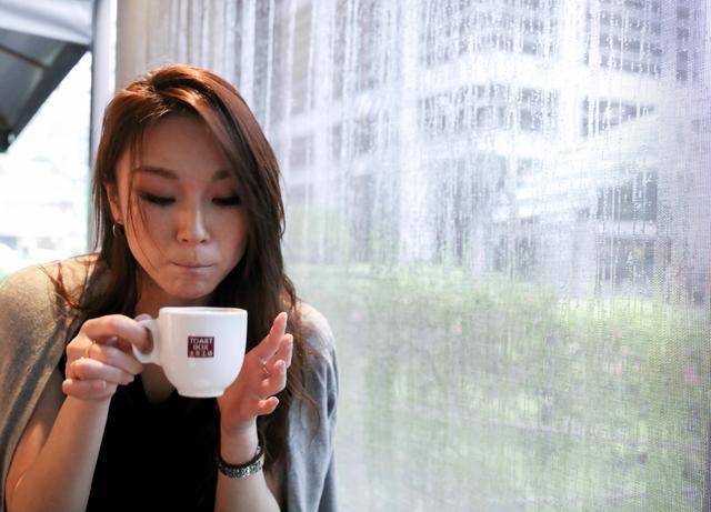 画像: 到着して街に直行。朝食を頂きます。 シンガポールの地元トーストレストラン 「Toast Box」にやってきました。