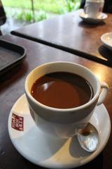 画像: 濃厚で甘いKopi(コーヒー)。 甘いコーヒーが苦手!という人は、 Kopi O(コピ・オー)をオーダーしましょう。 Kopi O(コピ・オー)はブラックコーヒー。 おいしい朝食を締めくくります。