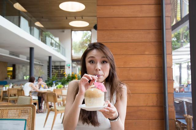 画像: セントーサ島 中心部から約 20 分で訪れることのできるリゾート・アイランド。 島内にはエキサイティングなアトラクション が点在し、 シンガポールで欠かせない観光スポット。 アミューズリゾートとして、2010 年にはシンガポール初の大型カジノができたり、2011 年にはユニバーサル・ スタジオ・シンガポールも完成。 昼間だけでなく夜も楽 しめるアトラクションがたくさんあります。 タンジョンビーチクラブで昼食をいただきました。