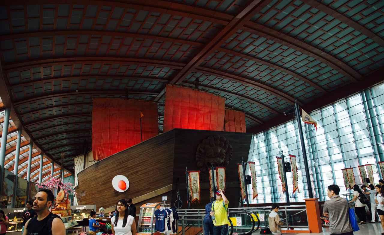 画像: 入口を抜けると、1階には海のシルクロードが栄えた時代の歴史が展示されている博物館があります!