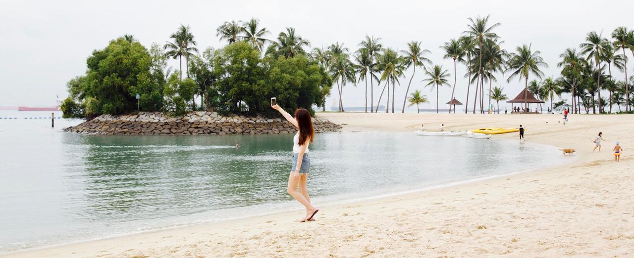 画像: 1950年代のビーチリゾートをモデルに設計された、のどかな島の隠れ家的スポット。 パノラマビューが自慢のプール、2つのバー、レストラン、寛ぎのスペース、 イベント場などが完備されています。