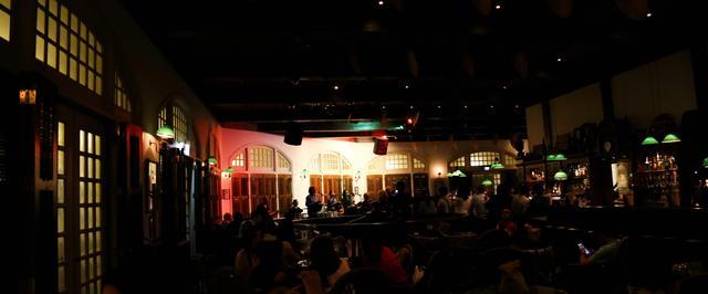 画像3: 夜のお洒落スポット、ロング バーです