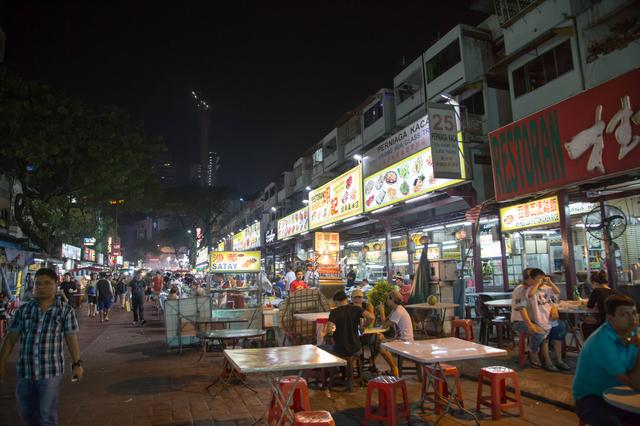 画像1: 夜の街もジャランジャラン