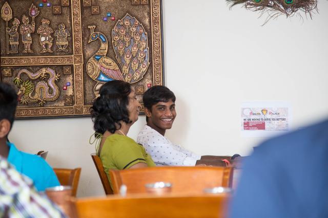 画像2: まずはインド料理