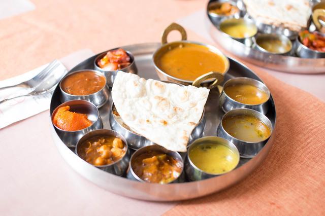 画像1: まずはインド料理