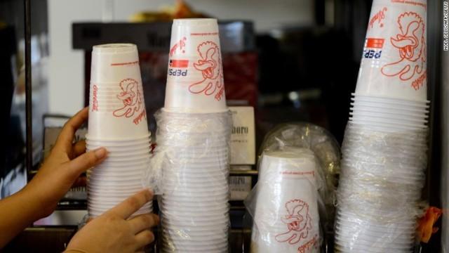 画像: フランス、プラスチック製の使い捨て食器を禁止へ 世界初