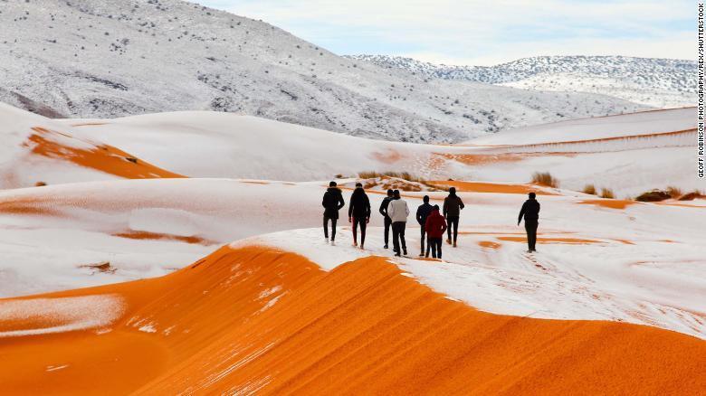 画像: サハラ砂漠に異例の積雪、過去40年で3度目