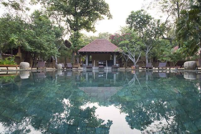 画像: ホテルのプールもスーパーリラックス空間!クッキングレッスンもここで受けられます!