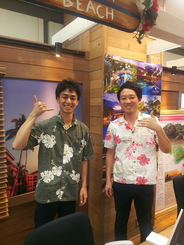 画像: 左 アロハ~の言い方がプロフェッショナルな松井さんと、馴れてきてラジオでのおしゃべりが素敵な徳永さん