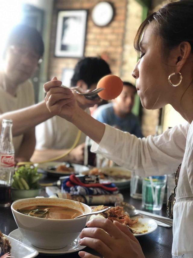 画像: レストランは20世紀初頭に建てられたものでレトロな雰囲気。さつまあげ、トムヤムクン、パッポンカリーなど代表的なタイ料理のほとんどを食べることができます。