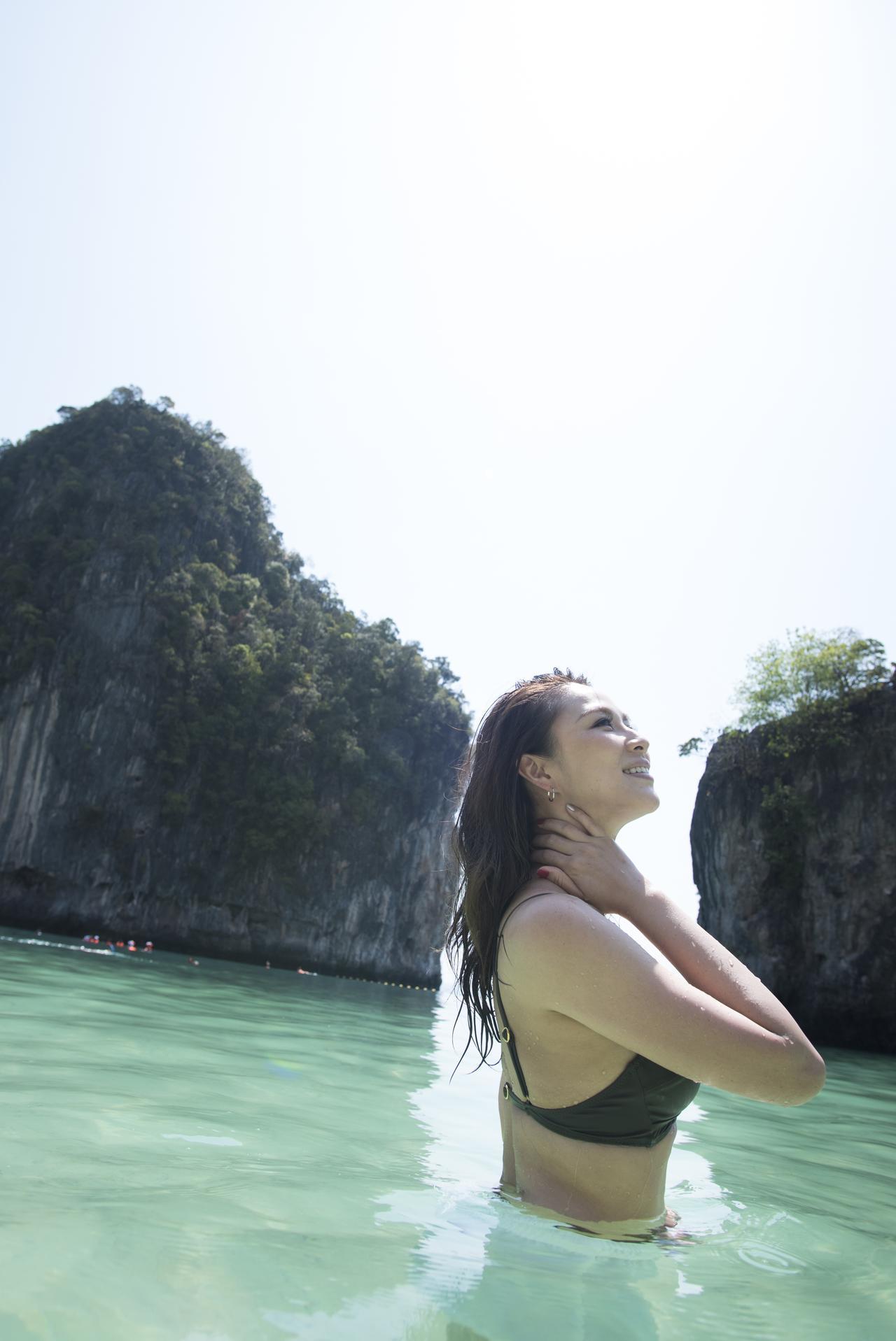 画像: カメラマンの 奥村さんが海面ギリギリまで浸かって撮影したBEAUTY SHOT! ※奥村さんへのお仕事のご用命は LOVE FLAPまで!!!