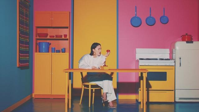 画像: 安田レイ 『over and over』Music Video(7/17発売シングル) youtu.be