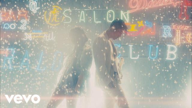 画像: DAOKO × MIYAVI - 「千客万来」 Music Video(映画『Diner ダイナー』主題歌) youtu.be