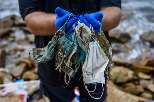 画像: 香港海岸に漂着する使い捨てマスクが増加、新たな環境問題に(AFP=時事) - Yahoo!ニュース