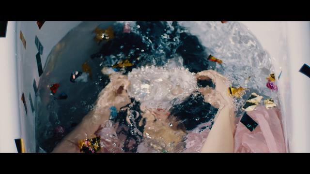画像: eill  |   ここで息をして  (Official Music Video) youtu.be