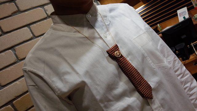 画像: 正太さん~♪襟がぺっしゃんこなのでタイはつるしてます。