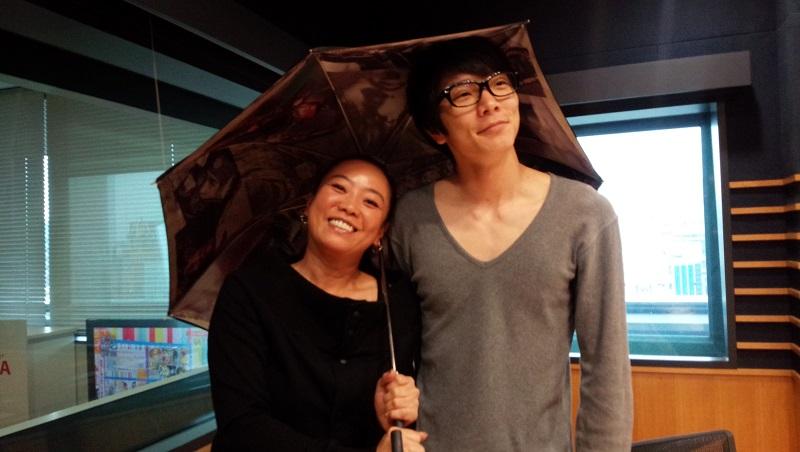 画像: ・・・結局ユカリさんが傘持ってる・・・