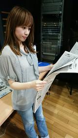 画像: 森さんは朝、新聞を読んでいるそうですよ〜!
