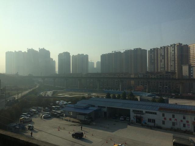 画像: かと思えば、こんな景色も。 建設中の建物もいっぱいです。