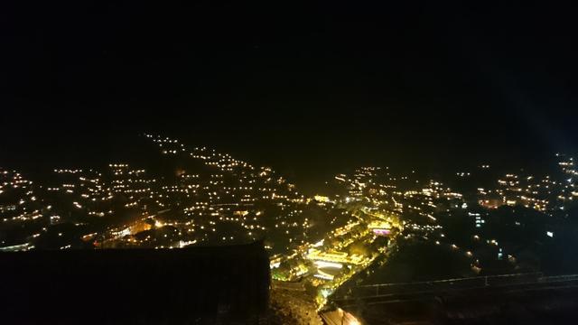 画像: 苗族の村の夜景はとってもきれいです〜! ぜひこれも必見ですね!!