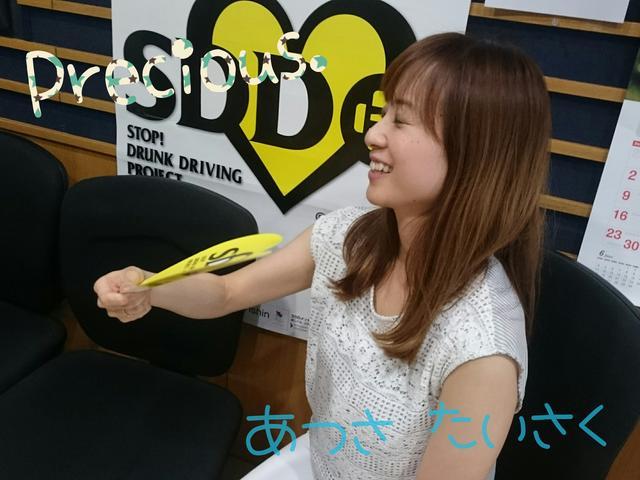 画像: うちわであおいで…涼しい〜〜〜!! 夏は、うちわや扇子が手放せませんね!