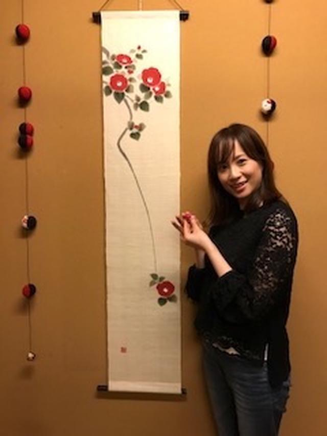 画像: 椿の掛け軸もとっても素敵ですね! ちっちゃな入れ物にスクラブがはいってます〜!!見えますかね…??