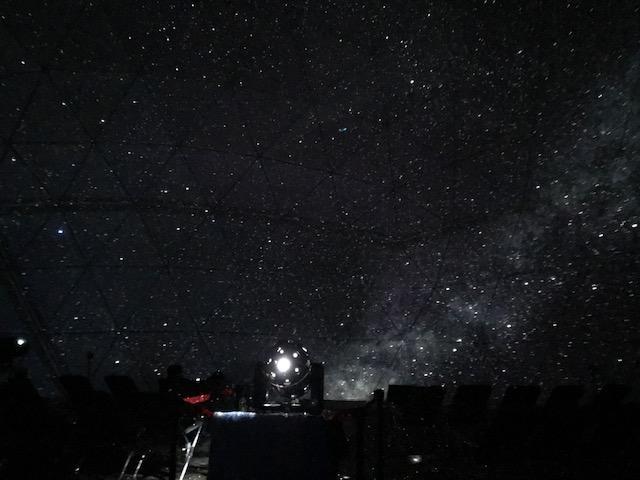 画像: これは施設内のプラネタリウムです! 雨の日に行ってもプラネタリウムで天体観測ができますよ〜